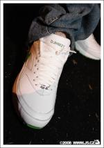 https://images.j5.cz/system/0000/0016/15708_l--seznam-mobile__mike-t-sneakers.jpg