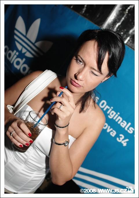 https://images.j5.cz/system/0000/0017/16596_d--fotka-mobile.jpg