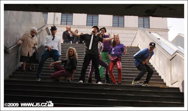 https://images.j5.cz/system/0000/0021/20994_d--fotka-mobile__dance-session.jpg