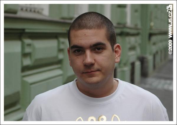 https://images.j5.cz/system/0000/0021/21324_d--fotka-mobile__roman-zamozny-club-crushers.jpg