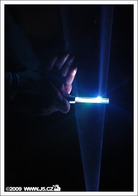 https://images.j5.cz/system/0000/0022/21557_d--fotka-mobile__ondrej-andera-hrajici-na-laser.jpg