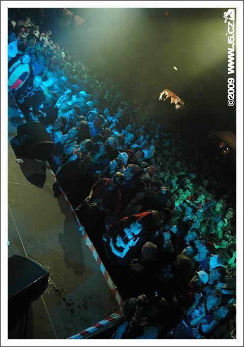 https://images.j5.cz/system/0000/0023/23060_d--fotka-mobile__hip-hop-jam-2009-fans.jpg
