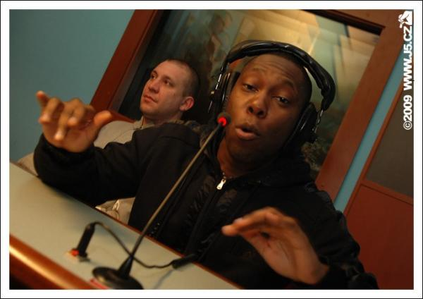https://images.j5.cz/system/0000/0025/24996_d--fotka-mobile__dizzee-rascal-freestyle.jpg