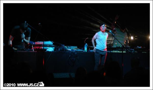 https://images.j5.cz/system/0000/0026/26094_d--fotka-mobile__www-stimul-festival.jpg