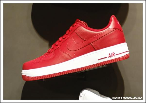 https://images.j5.cz/system/0000/0030/30215_d--fotka-mobile__nike-air-force-one-low.jpg
