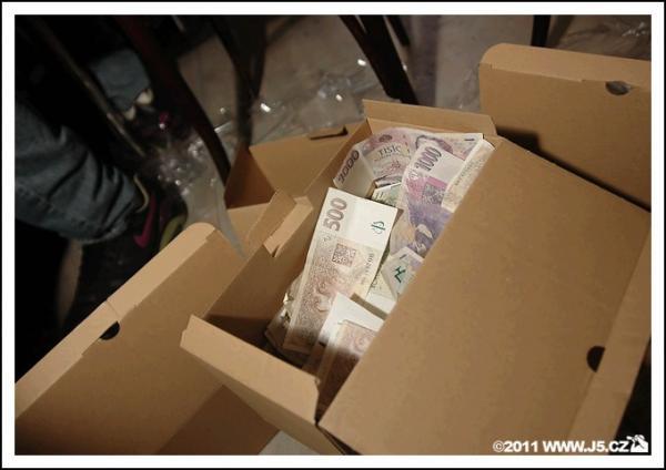 https://images.j5.cz/system/0000/0030/30433_d--fotka-mobile__cash.jpg