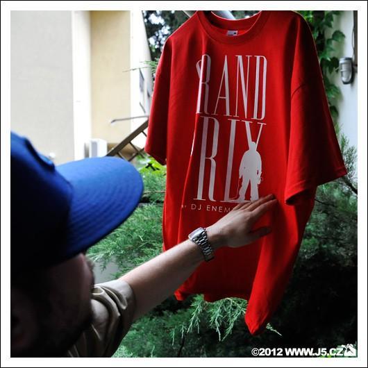 https://images.j5.cz/system/0000/0035/34684_d--fotka-mobile__grand-prix-t-shirt.jpg