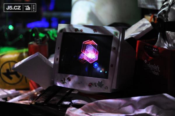 https://images.j5.cz/system/0000/0036/36337_d--fotka-mobile.jpg