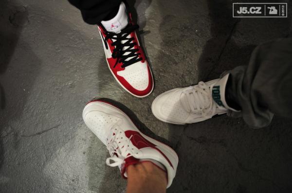 https://images.j5.cz/system/0000/0038/37715_d--fotka-mobile__sneakerheads.jpg