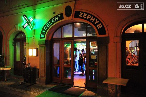https://images.j5.cz/system/0000/0038/38032_d--fotka-mobile__zephyr-club.jpg