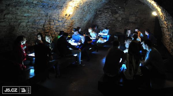 https://images.j5.cz/system/0000/0038/38087_d--fotka-mobile__zephyr-club-lounge.jpg