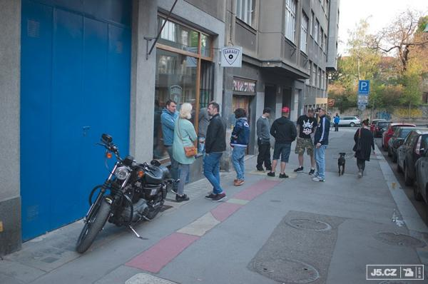 https://images.j5.cz/system/0000/0046/45615_d--fotka-mobile__garage-store-sneaker-barber.jpg