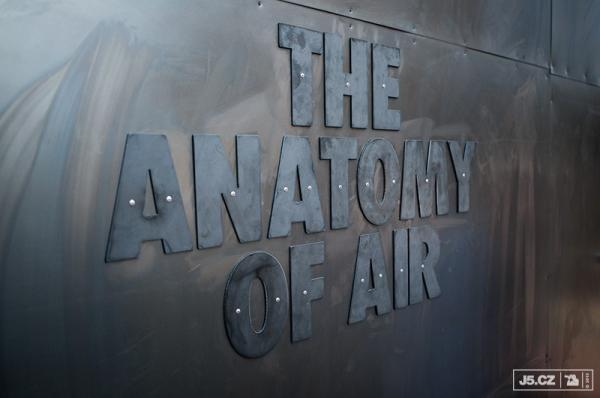 https://images.j5.cz/system/0000/0047/46681_d--fotka-mobile__anatomy-of-air-laboratorium.jpg