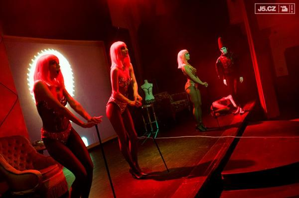 https://images.j5.cz/system/0000/0048/47509_d--fotka-mobile__ritzy-dancers.jpg