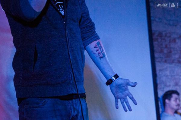 https://images.j5.cz/system/0000/0048/48267_d--fotka-mobile__vice-tattoo.jpg