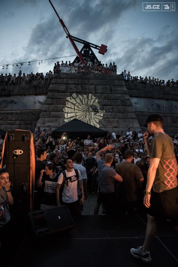https://images.j5.cz/system/0000/0052/51765_d--fotka-mobile__stalin-stage.jpg